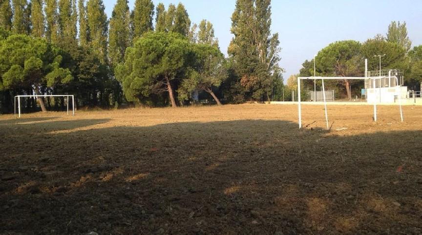 Campo da calcio zona depuratore quasi pronto per la semina