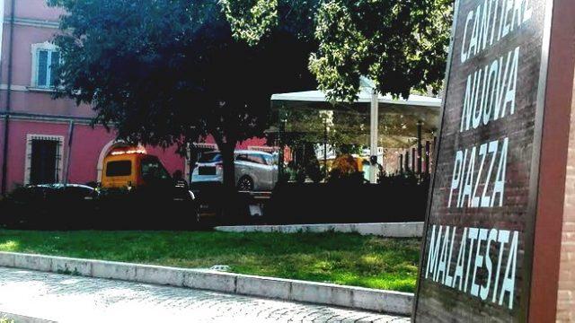 Stop a sosta selvaggia: carri attrezzi in piazza Malatesta