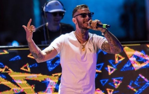 Emis Killa incontra i fan al Romagna Shopping Valley