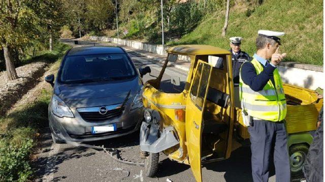 Ape Car contro auto a Montecolombo, conducente al Bufalini