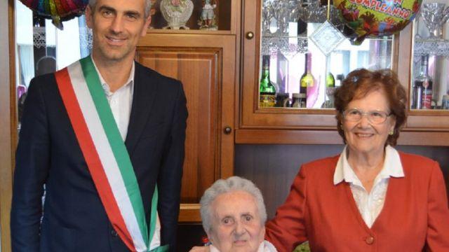 Nonna Vittoria festeggia i 100 anni