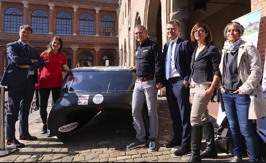 In piazza Emilia 4, l'auto solare made in ER col contributo riminese