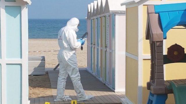 Ragazza denuncia violenza in spiaggia. Indagini in corso
