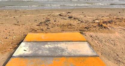 Sesso in spiaggia in pieno giorno, denunciati