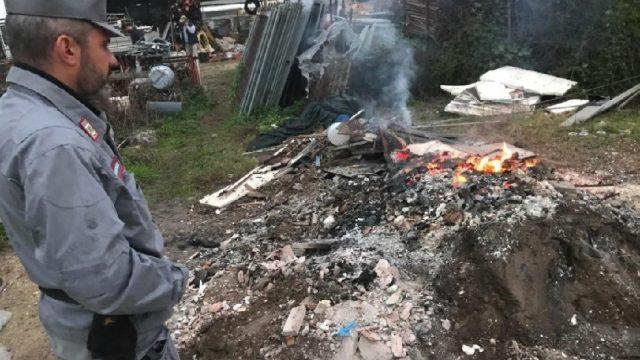 Combusione illecita di rifiuti di cantiere, denunciato titolare