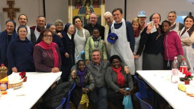 La Caritas vive il Natale a tavola