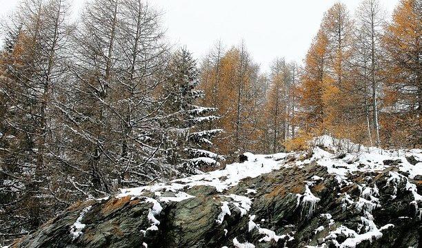 Nubi in arrivo con nuova neve in collina