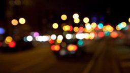 Alla guida ubriaco danneggia auto in serie: tasso da record