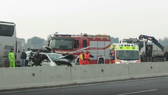 Incidente in A14, tre feriti gravi