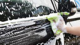 Blitz della Polstrada al lavaggio auto abusivo