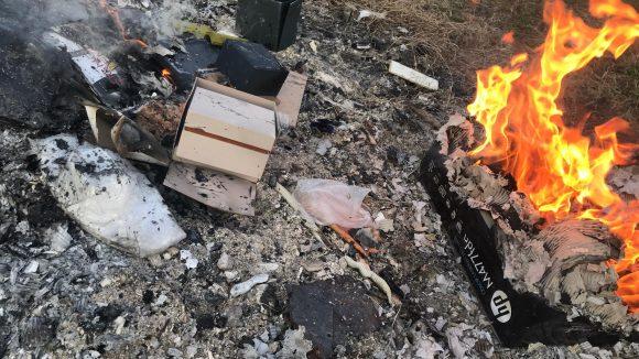 Brucia rifiuti senza permessi, denunciato