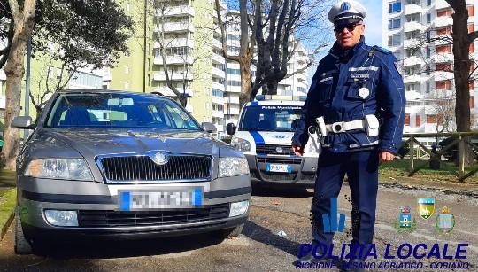 In italia da 20 anni ma l'auto ha targa straniera: ecco le conseguenze