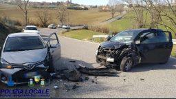 Scontro tra auto a Coriano, traffico interrotto