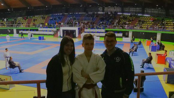 Tommaso Mondaini ai campionati italiani con i suoi tecnici