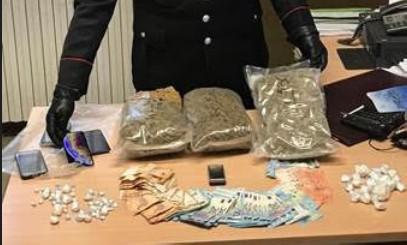 La droga nel residence, tre arresti dei Carabinieri