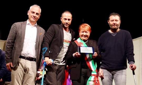 Il ballerino che combatte con la sclerosi è cittadino onorario di Montefiore