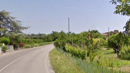 Auto fuori strada a Savignano, conducente grave al Bufalini