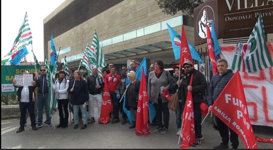 Rinnovo contratto sanità privata, la manifestazione a Rimini