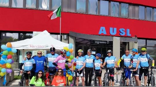 Una scalata in bici a sostegno dei vaccini