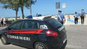 Turiste aggredite in spiaggia, 36enne fermato per violenza sessuale