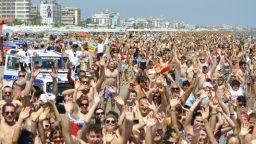 Riccione scatta in spiaggia la foto record