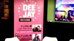La scelta di Riccione di non puntare sui tradizionali concerti dei big per la Notte Rosa (vedi notizia) non convince il PD locale