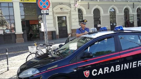 Ruba borsello sul bus, fermato dai Carabinieri e dallo specialista Vagnini