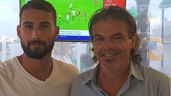 La stretta di mano tra Gaiola e Mancini