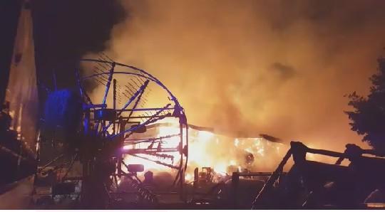 Un grosso incendio ha colpito un'azienda agricola nelle campagne di San Martino in Riparotta. Sul posto sono intervenuti i Vigili del Fuoco, pesanti i danni.
