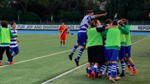 Fya Riccione-Marignanese, l'esultanza dei riccionesi nel momento del gol.