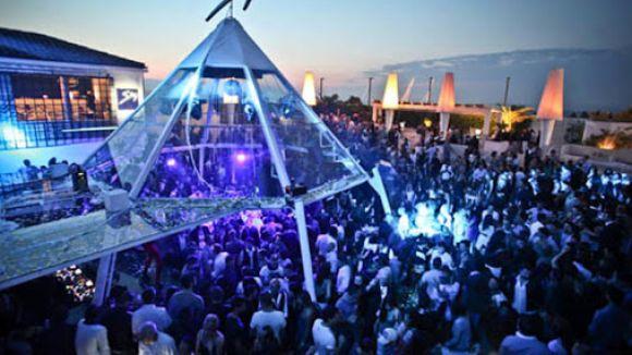 Assembramenti in discoteca. Controlli a Villa delle Rose e Byblos • newsrimini.it
